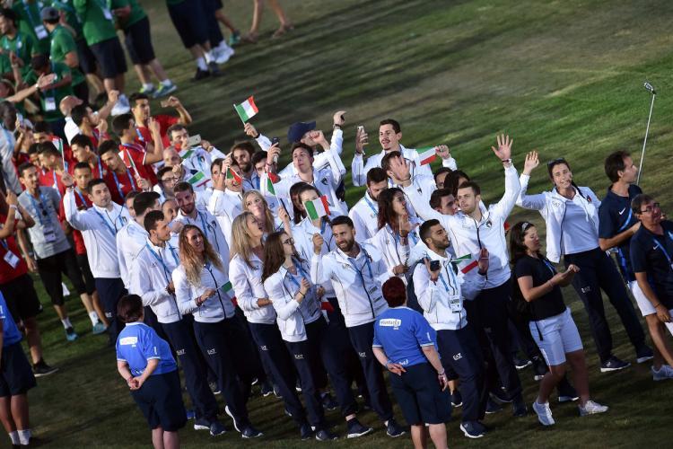 Tarragona saluta i Giochi dipinti di azzurro